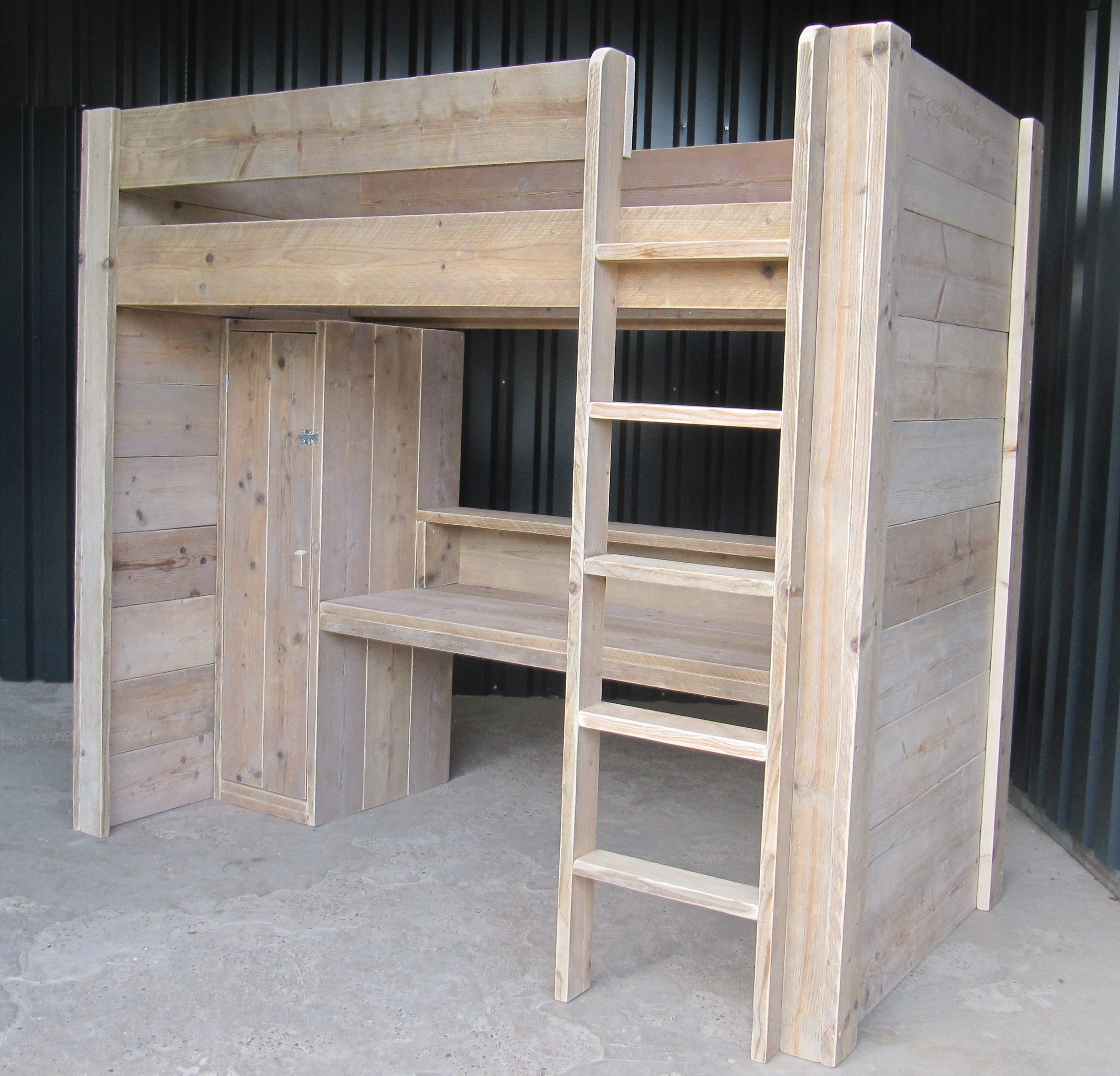 Hoogslaper bureau kast combinatie van gebruikt steigerhout for Bureau van steigerhout maken